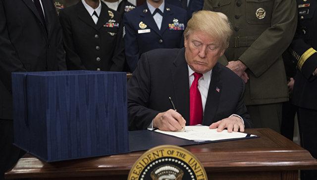"""Трaмп потписао одбрамбени буџет који предвиђа """"обуздавање Русије"""""""