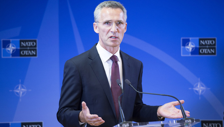 Столтенберг: НАТО ће позвати Скопље када реши спор око имена са Атином