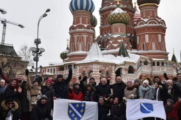 Провокација у Москви: Амбасадор Федерације раширио ратну заставу