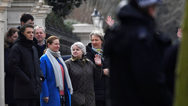 Proterane ruske diplomate napustile ambasadu u Londonu
