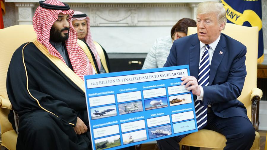 """РТ: """"Кикирики за вас"""" - Трамп показује продато оружје Ријаду за бомбардовање Јемена"""