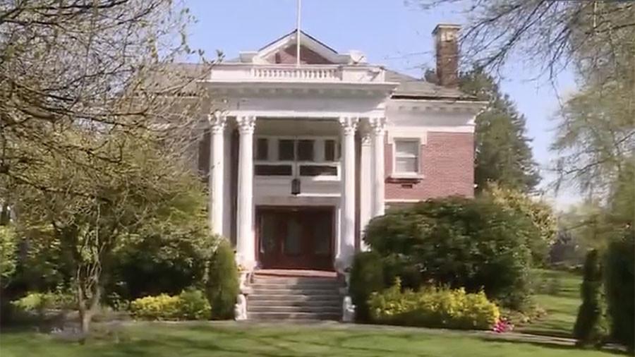 РТ: Власти САД провалиле у затворени руски конзулат у Сијетлу