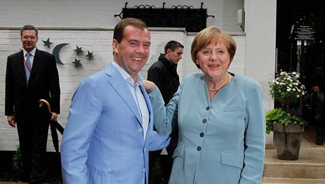 Меркел честитала Медведеву на именовању за премијера