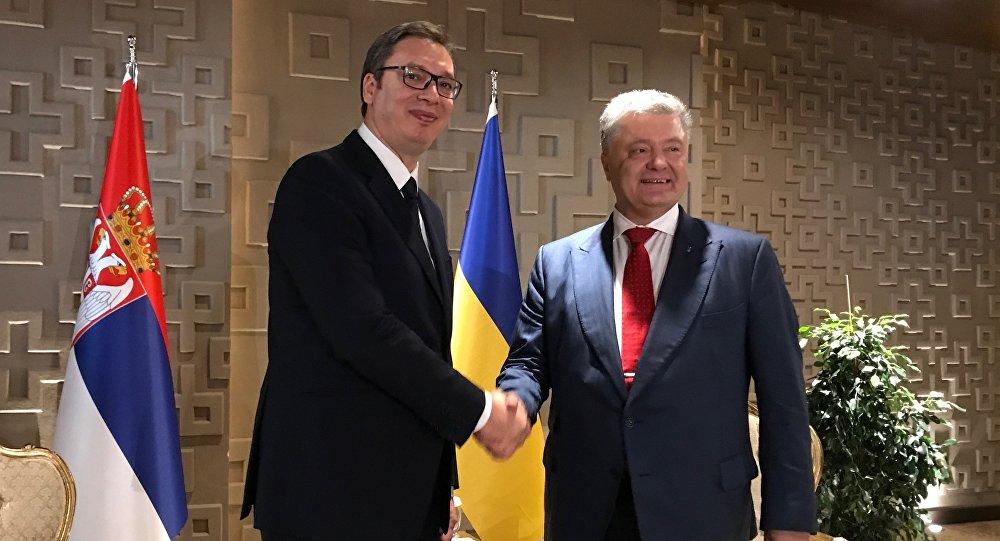 Порошенко затражио од Вучића да апелује на политичаре у Србији да не воде антиукрајинску кампању