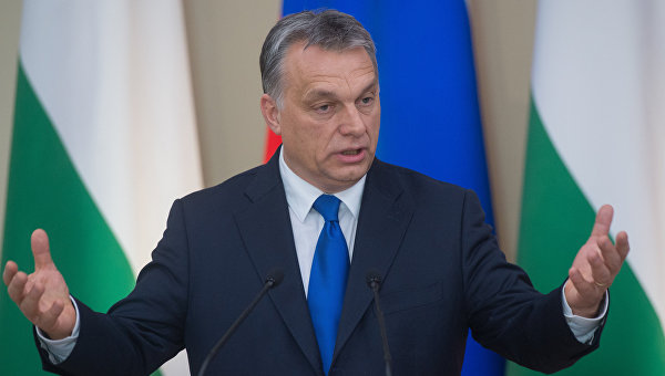 Орбан: Меркелова није надлежна за избегличку политику Мађарске