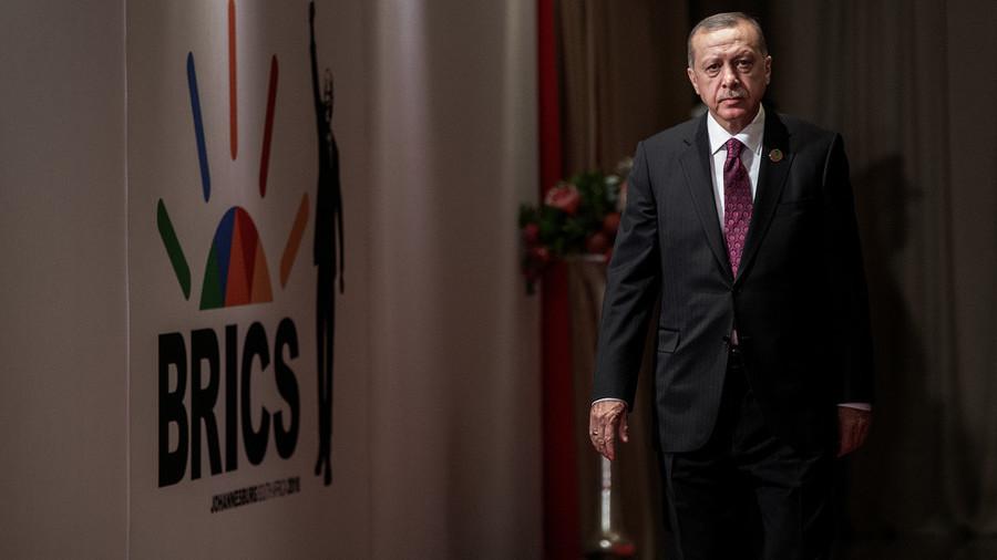 """РТ: Ердоган предложио додавање слова """"Т"""" БРИКС-у"""