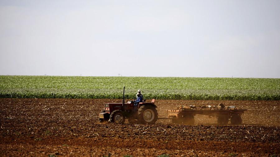 """РТ: Трамп наредио Помпеу да """"пажљиво проучи"""" експропријацију земљишта у Јужној Африци"""