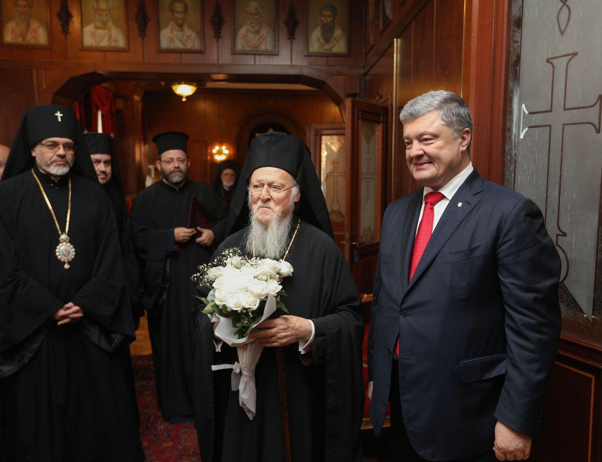 Порошенко и патријарх Вартоломеј потписали споразум о формирању украјинске цркве