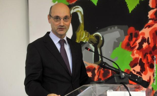 Француски амбасадор: Молимо Вучића и србски народ за извињење