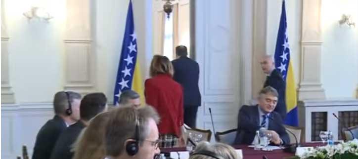 Додик напустио састанак са делегацијом Савета за спровођења мира јер није било заставе Републике Српске