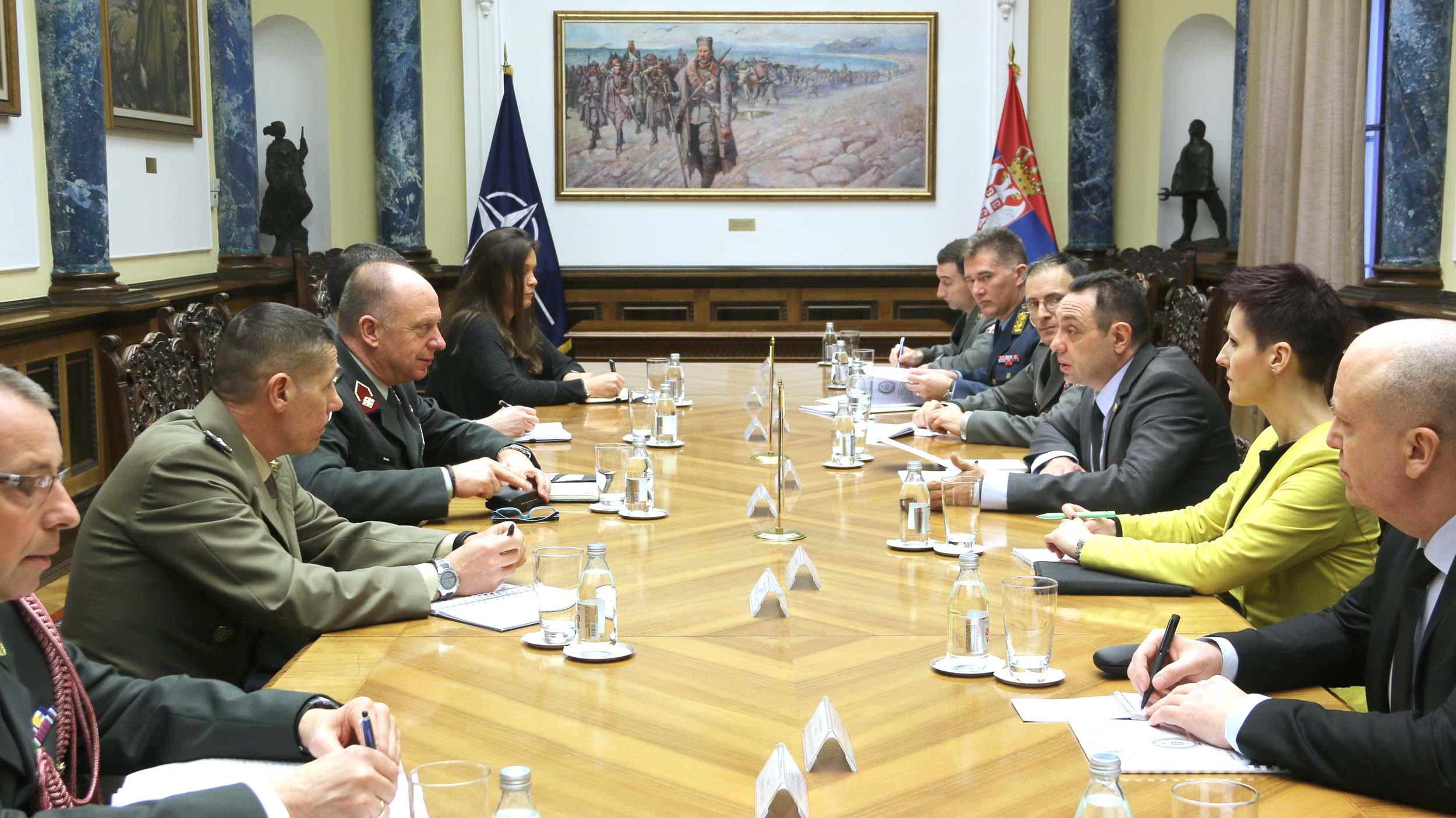 Вулин са НАТО генералом: За Србију КФОР представља једину легитимну оружану формацију на Косову и Метохији