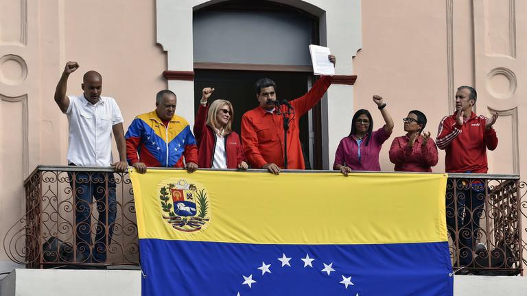 РТ: Венецуела прекида дипломатске односе са САД и протерује дипломате након покушаја да државног удара - Мадуро