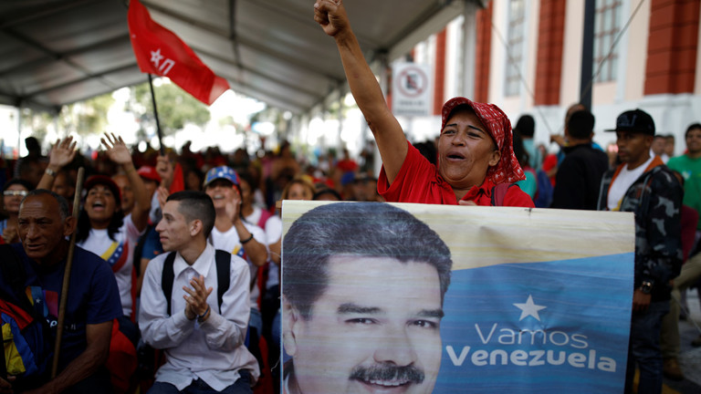 РТ: Мадуро дозволио дипломатама САД да остану након наредбе о протеривању, али уз одређене услове