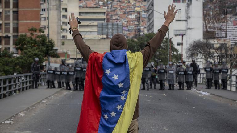 РТ: САД ће сносити одговорност због санкција Венецуели, подржавамо Мадура - Кина