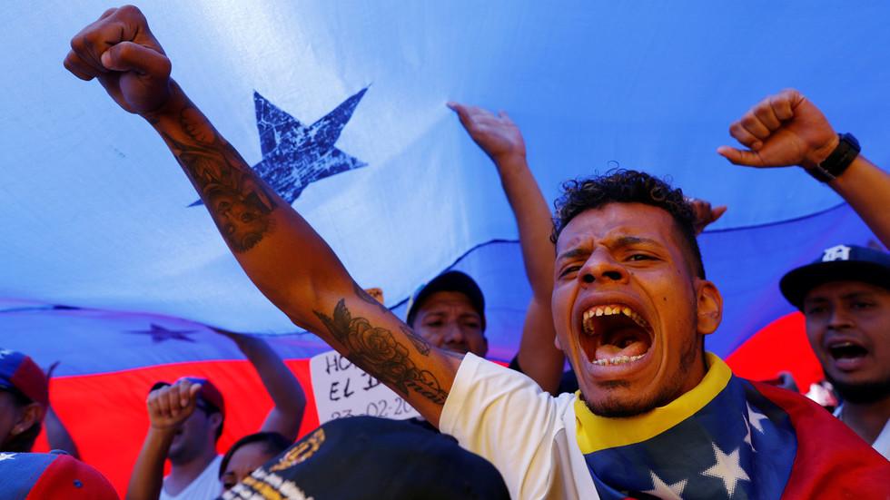 """РТ: """"Прихвати демократију Венецуела!"""": Болтон прети санкцијама, Помпео обећава """"акцију"""