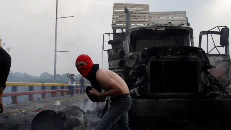 """РТ: """"Ко је запалио камион?"""" Каракас оптужио Помпеа и његове """"убице"""" да траже изговор за рат"""