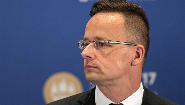 Сијарто: Мађарска ће наставити да пружа подршку Србији