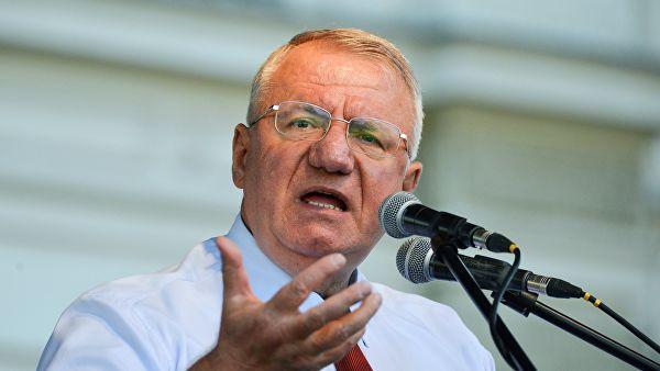 Шешељ: Караџићева пресуда сигнал да Србија нема шта да ради у ЕУ