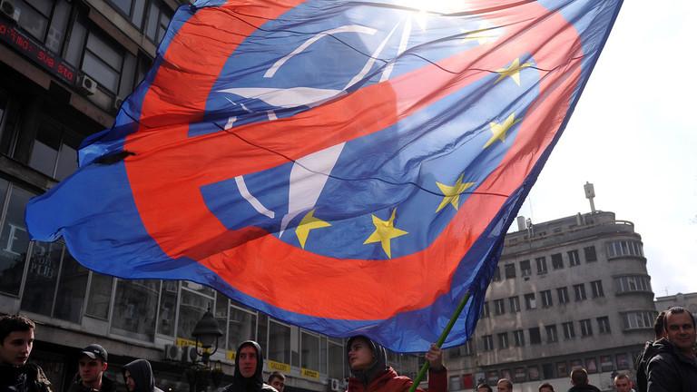 """РТ: """"Опростити, али не заборавити"""": Србија никада неће бити у НАТО-у - Београд"""