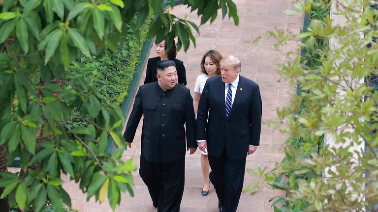 РТ: Трамп уништио самит са Кимом након што је предложио да Пјонгјанг све нуклеарне бомбе преда САД-у