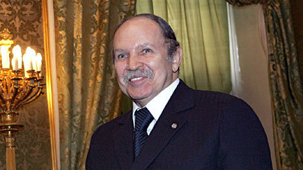 Алжирски председник поднoси оставку