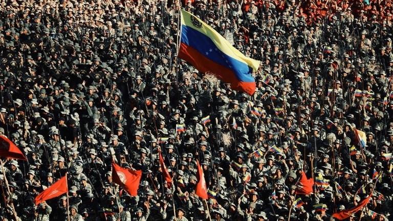 РТ: Мадуро наредио највиши степен приправности трупа, оптужујући САД за нови облик ратовања у Венецуели