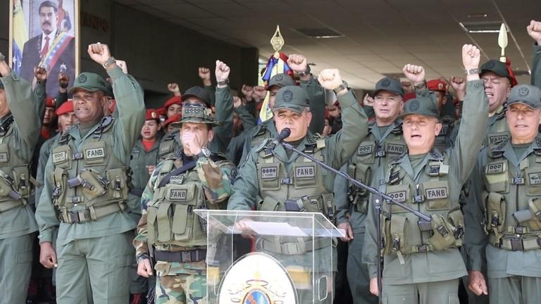 РТ: Мадуро честитаo војсци на спречавању покушаја војног удара, док Гваидо позива на више протеста