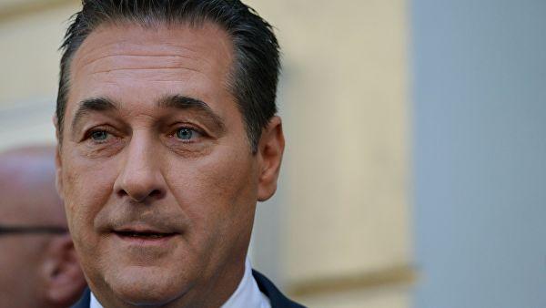 Штрахе поднео оставку на политичке функције