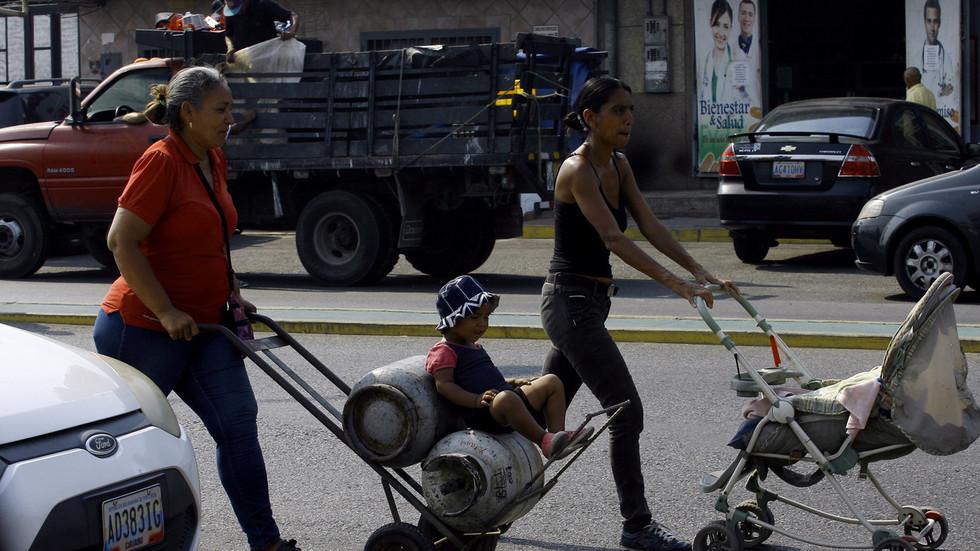 РТ: Блокирањесредстава од нафте од стране САД угрожава животе болесне деце која се лече у иностранству - Каракас