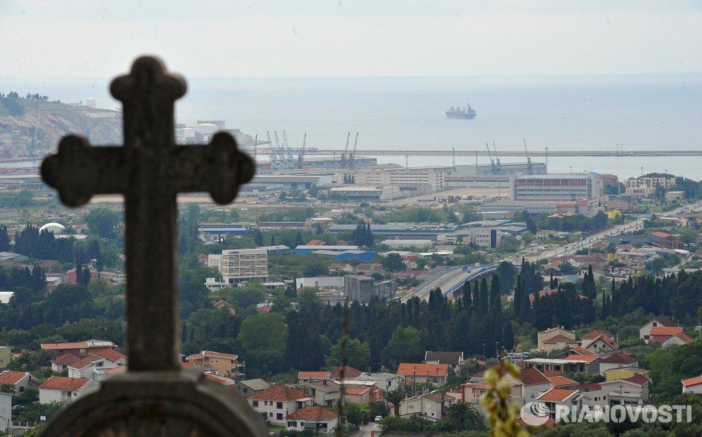 Вучић: Молим власти или већину у Црној Гори да не подрже предложени закон који је усмерен на угрожавање имовине СПЦ-а