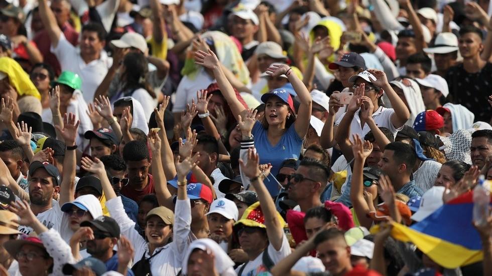 """РТ: Венецуелска опозиција коју подржавају САД ухваћена у проневери нвоца од """"хуманитарне помоћи"""""""