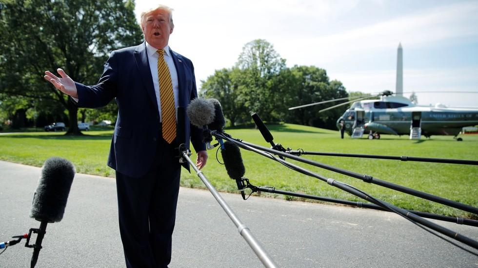 """РТ: Трамп каже да ће се """"велике додатне санкције"""" Ирану увести у понедељак"""