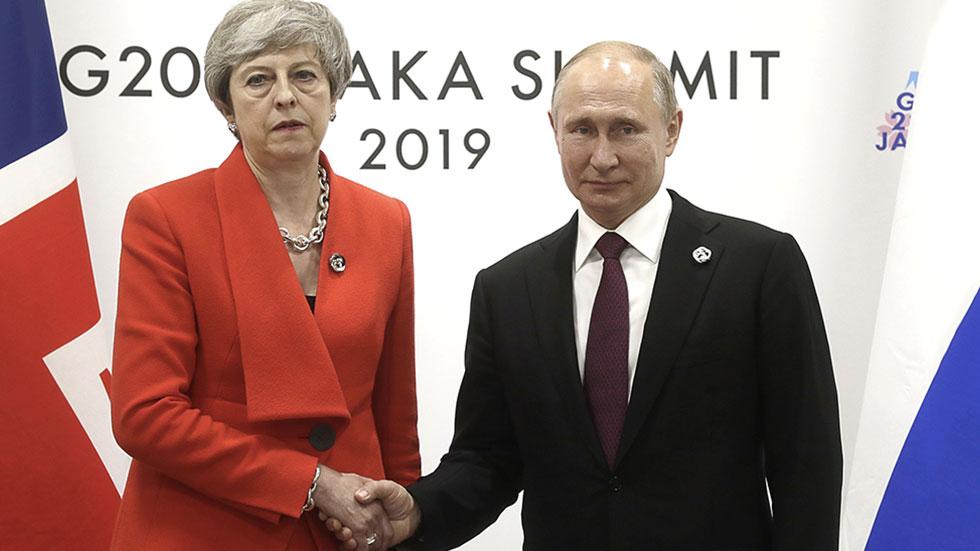 """РТ: """"Саслушање на бракоразводној парници"""": Мајевоа са каменим лицима поздравља Путина хладним руковањем"""