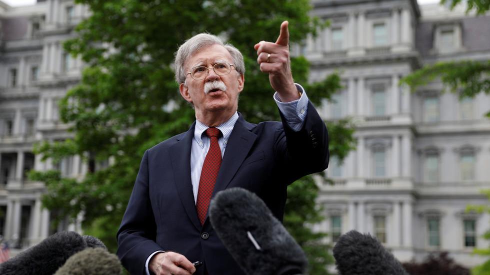"""РТ: """"Раздвоји и освоји"""": Болтон поздравља санкције за """"прекид веза"""" између Кубе и Венецуеле"""