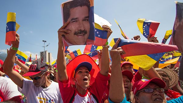 Болтон: Новим санкцијама против Венецуеле шаљемо сигнал трећим странама