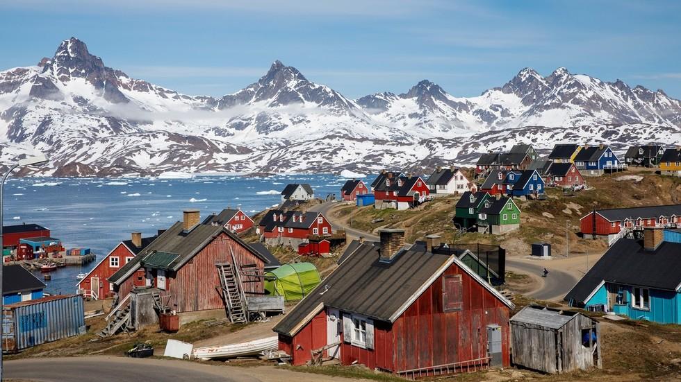 RT: Tramp obećao da neće izgraditi neboder na Grenlandu... jednom kada ga kupi?