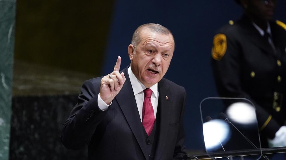 РТ: Турска ће наставити да купује нафту и гас од Ирана упркос санкцијама - Ердоган