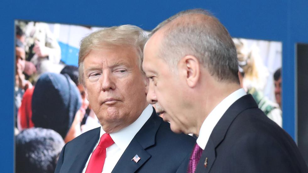 """РТ: Трамп запретио да ће увести """"снажне санкције"""" Турској"""