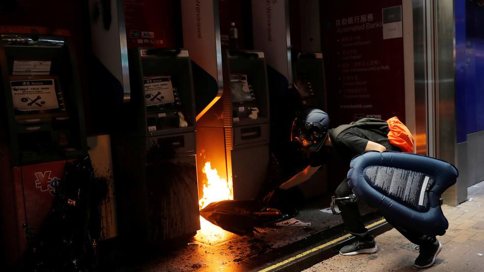 """РТ: Ђинпинг упозорио да ће се сваки покушај поделе Кине завршити """"смрвљеним костима"""""""