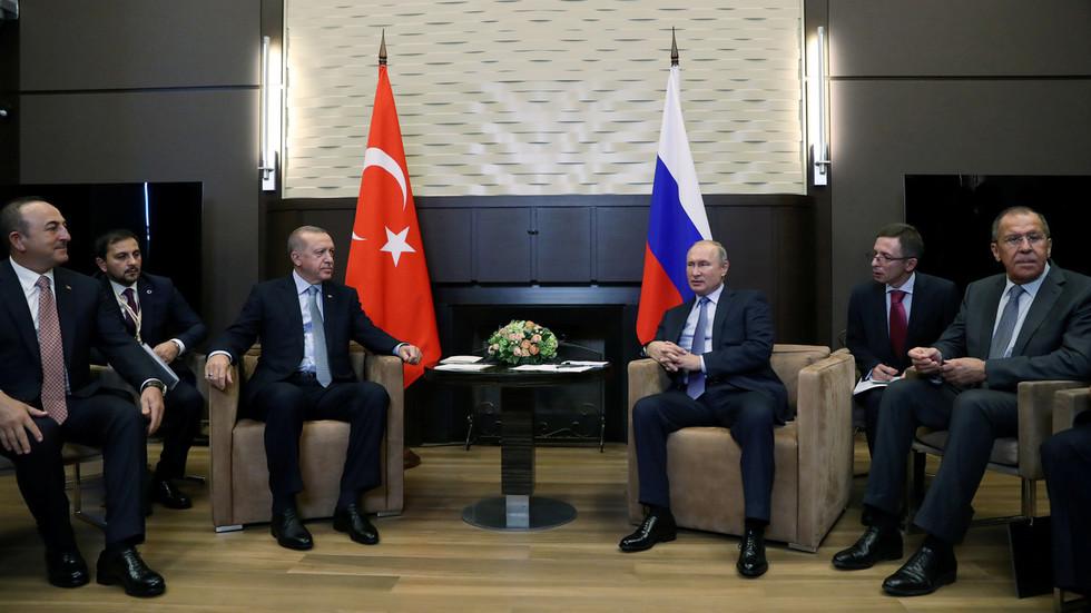 РТ: Руске и сиријске снаге ће се распоредити на североистоку Сирије изван оперативне зоне Турске