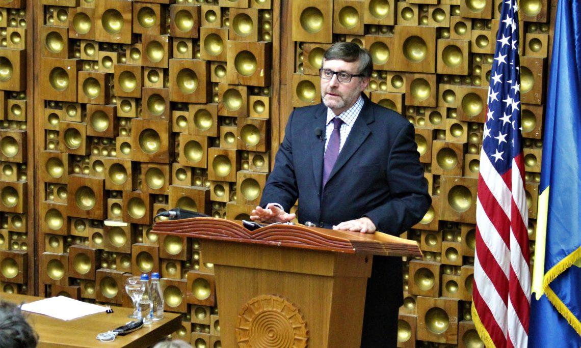 Палмер: Вучић и већина у Србији знају да не могу у ЕУ док не реше спор са Kосовом