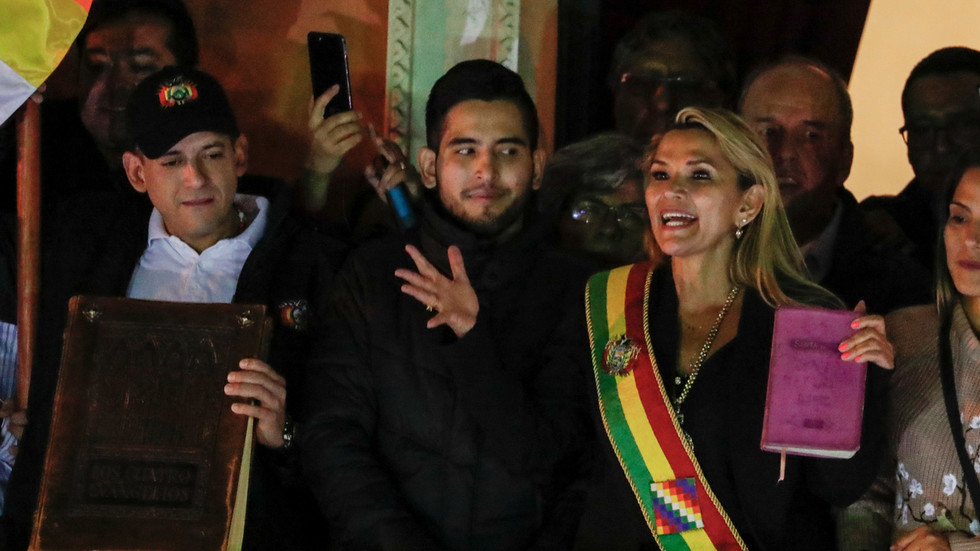 """РТ: Опозициони сенатор се прогласила """"привременим председником"""" Боливије без кворума или гласања"""