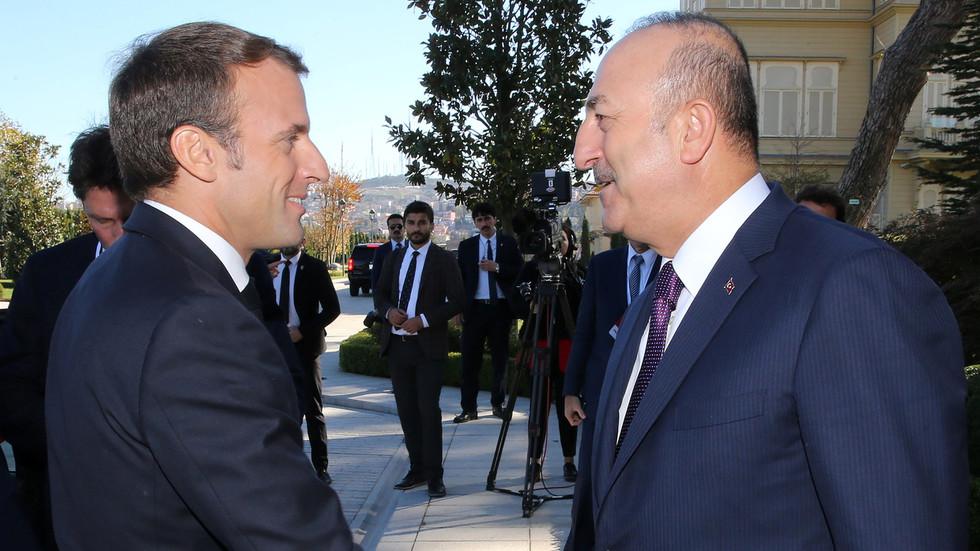 """РТ: Међунатовске чушке: Макрон осудио операцију Анкаре у Сирији, а Чавушоглу њега назвао """"спонзором тероризма"""""""