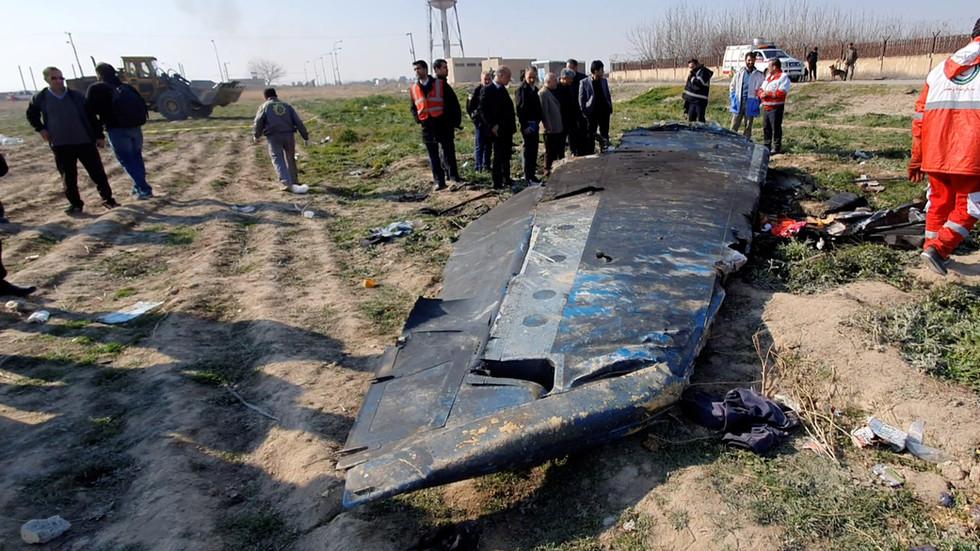 РТ: Амерички официр који је оборио ирански авион добио медаљу, док је одговорни за обарање украјинског авиона у затвору - Зариф