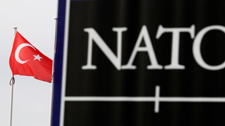 """РТ: Стари ратни хушкач Линдзеј Грејем позива НАТО да се """"више умеша"""" у ситуацију у сиријском Идлибу да заустави """"сиријску агресију"""""""
