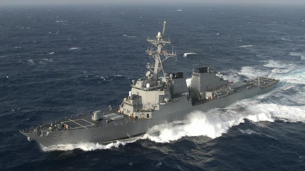 """РТ: """"Борите се кући против коронавируса"""": Кинеска морнарица """"протерала амерички ратни брод из територијалних вода"""""""