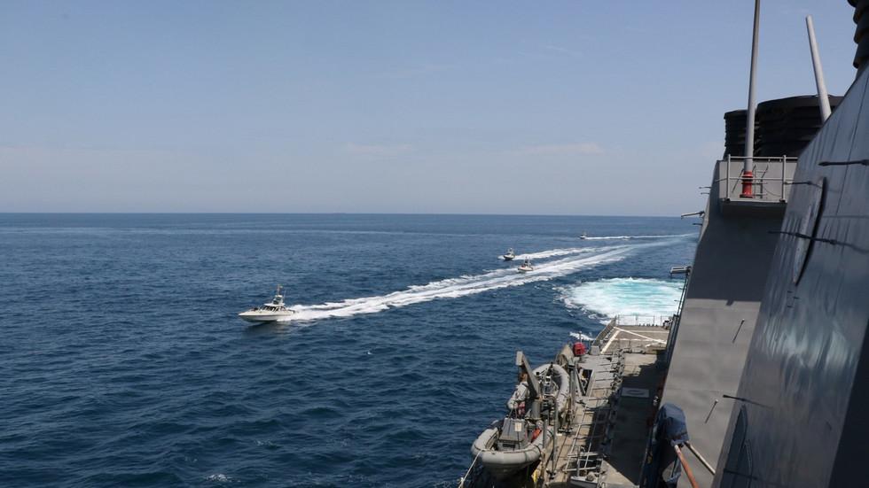 """РТ: """"Ово је Персијски залив, а не Њујоршки"""": Рохани подучава САД, док иранска војска поручује да се САД припреме за """"жешћи шамар"""""""