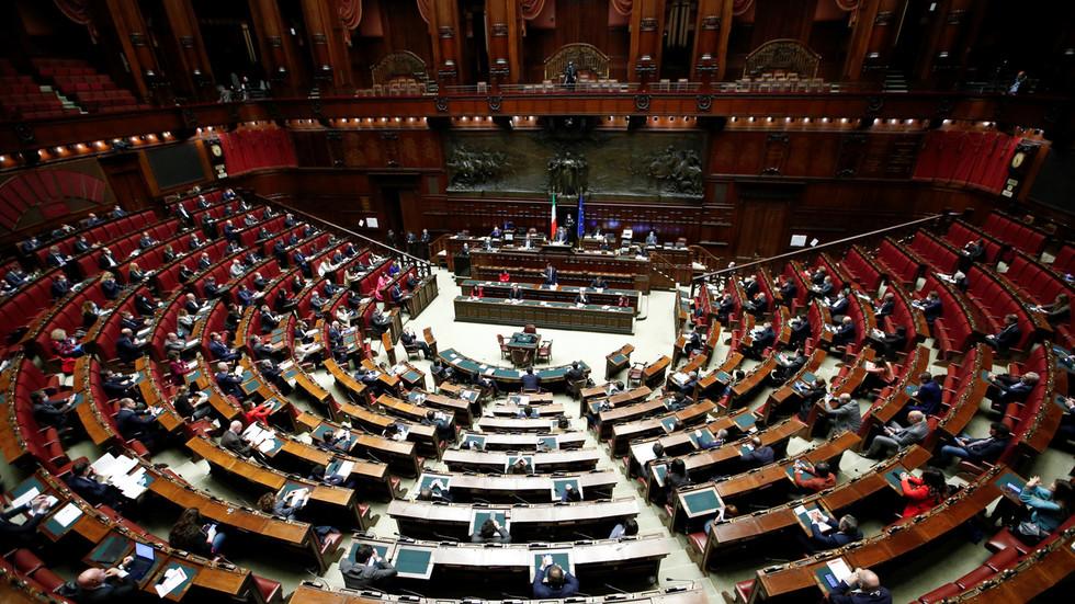 """РТ: Италијански посланик захтева да се ухапши Бил Гејтс због """"злочина против човечности"""" ... Али зашто?"""