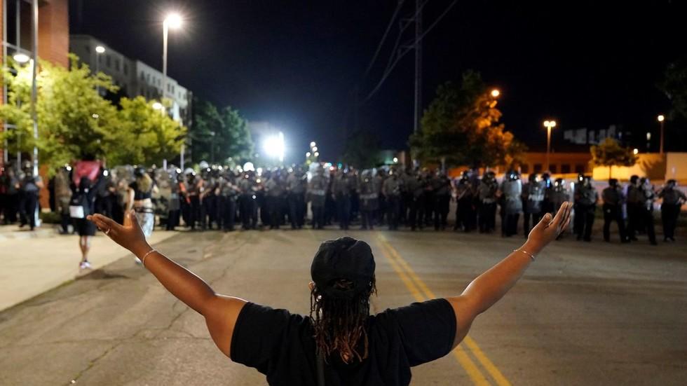 РТ: Троловање на мастер нивоу? Министарство спољних послова Ирана објавило фотографију са протеста у САД-у уз цитат Мартина Лутера Кинга