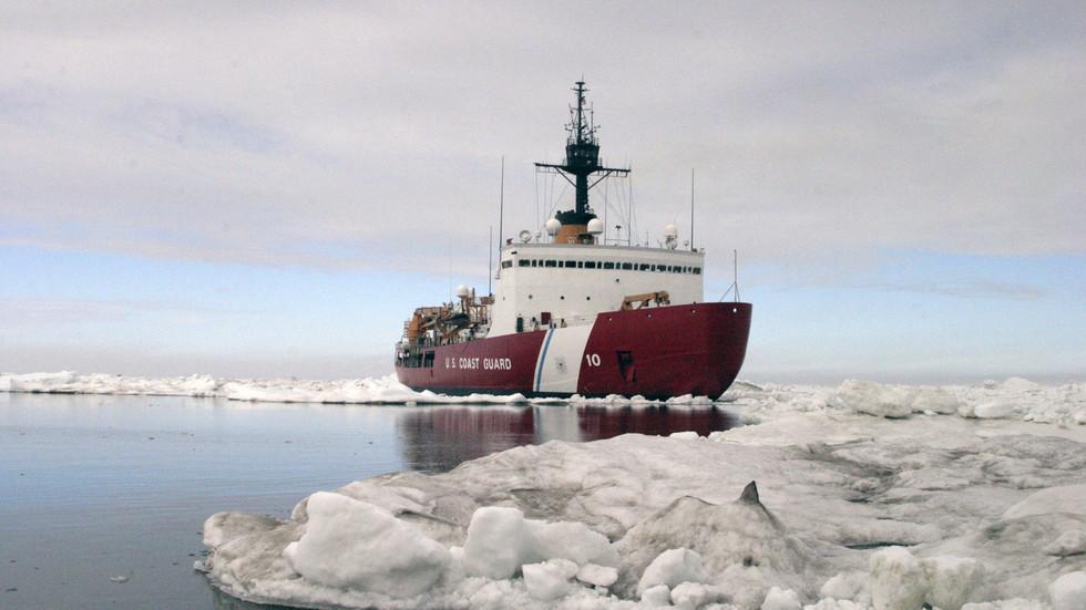 """РТ: Трамп наредио стварање поларних ледоломаца ради """"снажног присуства и обезбеђења Арктика"""""""